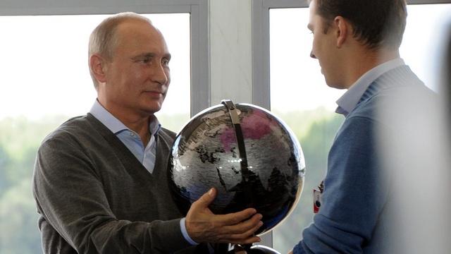 FA: К саммиту НАТО Путин предстал в образе «ангела мира»
