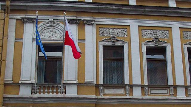 Wyborcza: Город Санкт-Петербург выставляет Польшу за дверь