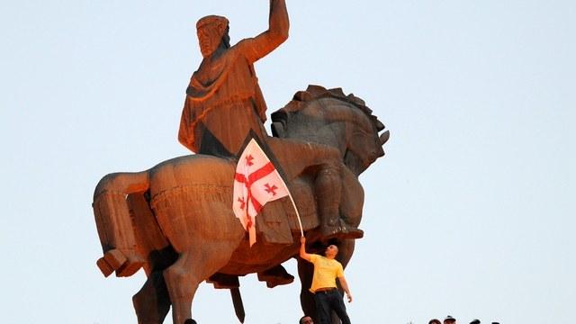 The Economist: «Политическая слабость» толкает Тбилиси в руки Кремля
