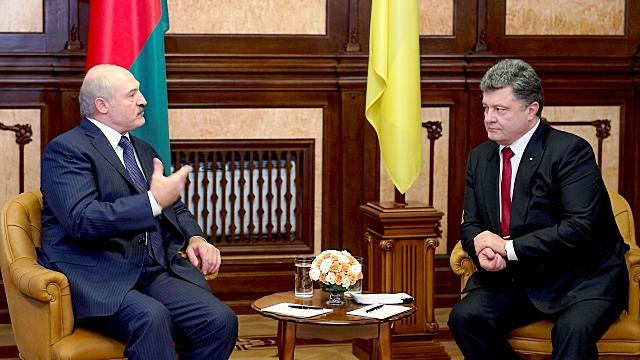 Лукашенко признал, что дружба с Западом тянет Украину в болото