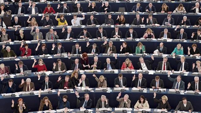 Еспресо ТВ: Европарламент грозит сделать рубль неконвертируемым — ИноТВ