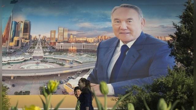 russkaya-porno-kazah-golaya-devushka-zasovivaet-sebe-v-kisku-video