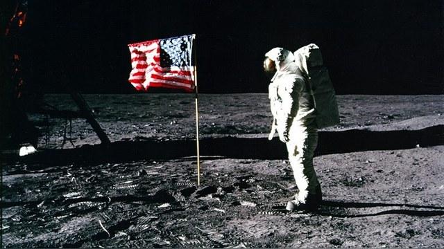 Астронавт Олдрин вмешался в спор о полете американцев на Луну