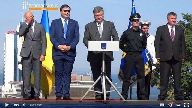 Саакашвили покорил соцсети своими нелепыми штанами
