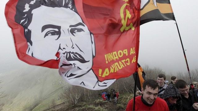 TDG: Пока Украина запрещает все советское, Донбасс славит Сталина