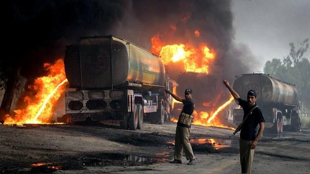 DWN: Россия продырявила мобильный нефтепровод ИГ