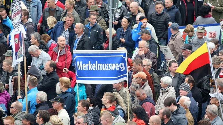 «Меркель – в Сибирь! Путина – в Берлин!»: Германия отметила День единства
