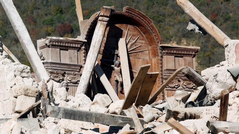 Итальянский священник: Землетрясения в Италии - «кара небесная» за однополые браки