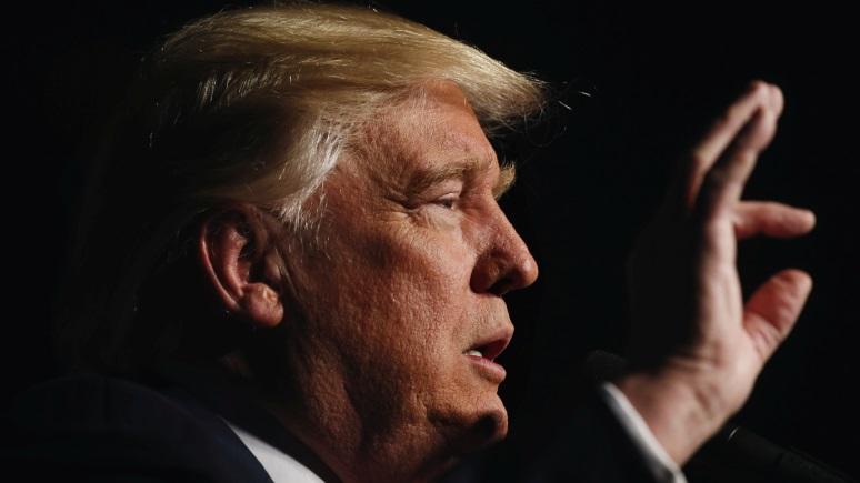 Трамп назвал пресс-аташе Белого дома неразумным парнем