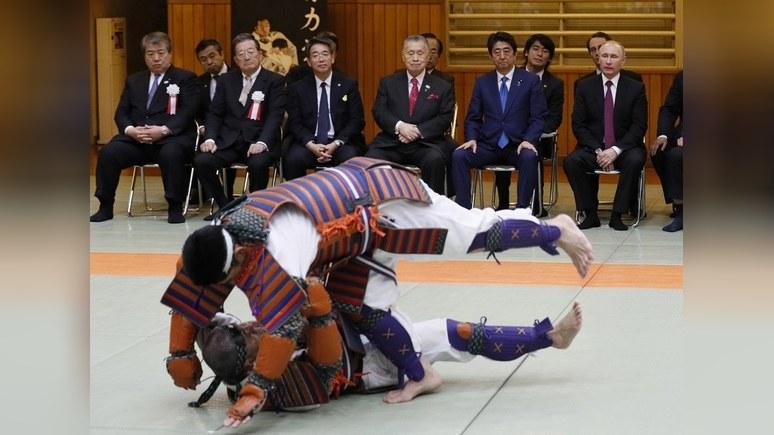Japan Times: В «дипломатическом дзюдо» с Путиным Абэ не заработал ни одного очка
