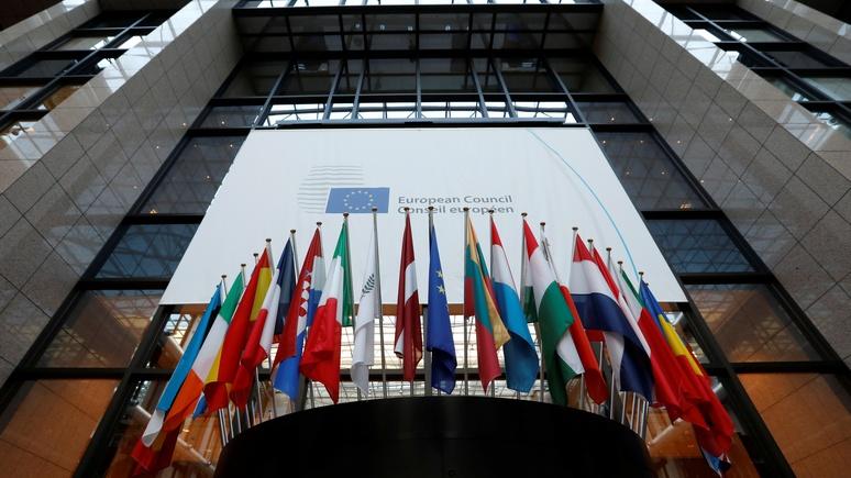 NZZ: отношение к мигрантам и России раскололо Европу на Запад и Восток