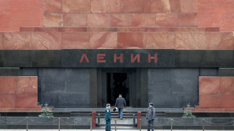 France info: к 100-летию революции Ленина отправили в «терапевтическую ссылку»