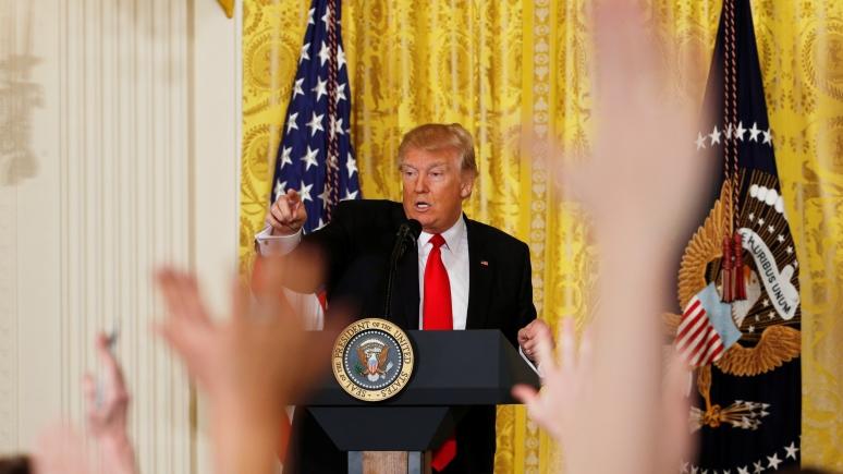 WP: Трамп подрывает доверие американцев к СМИ «по методу Путина»