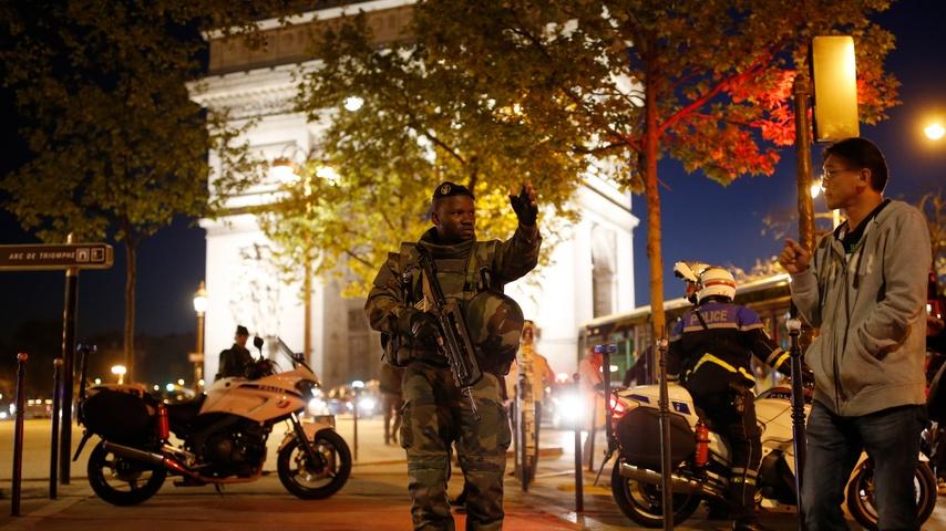 Sky: ответственность за нападение на полицейских в Париже взяло на себя ИГ