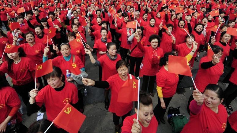 Китайцы с флагами Советского Союза