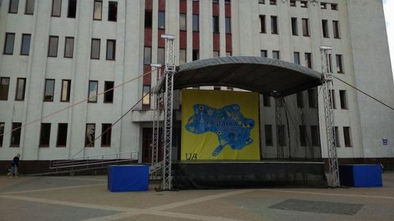 Украинцев поздравили с Днём независимости картой без Крыма