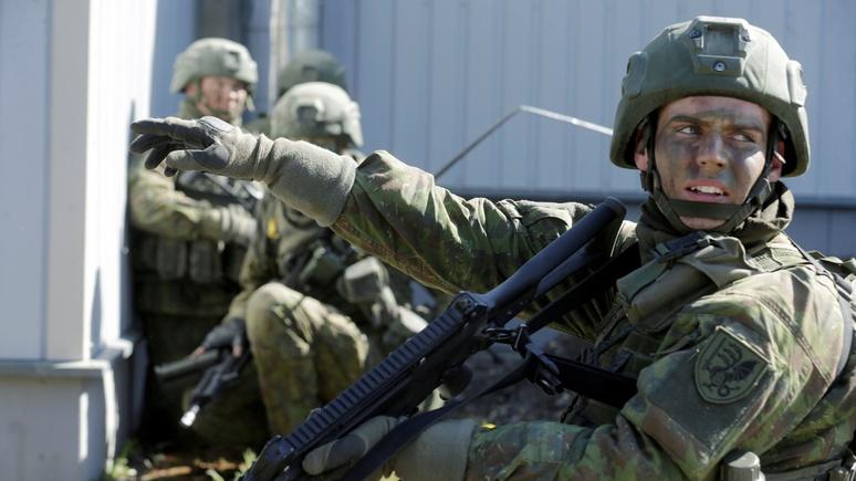 Прибывающие вЛитву военные НАТО информированы обугрозе взлома телефонов
