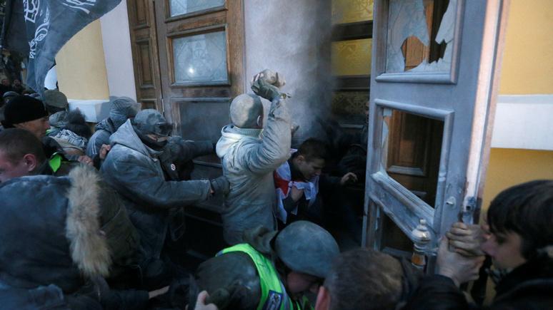 «Шли арендовать»: Саакашвили сказал  подробности стычек вОктябрьском замке