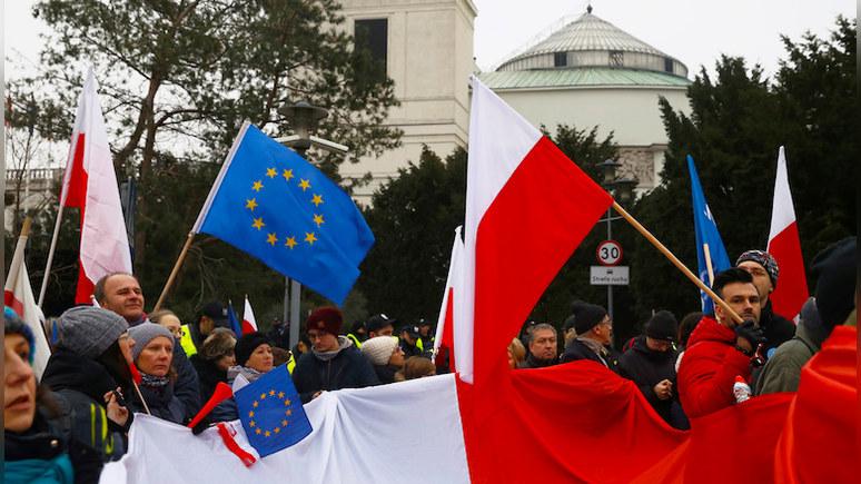Rzeczpospolita: чем больше Европа говорит о санкциях, тем больше поляков думают о выходе