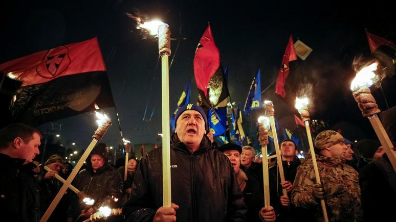 Украинский генерал объявил, что находящиеся вПольше украинцы могут «схватиться заколы»