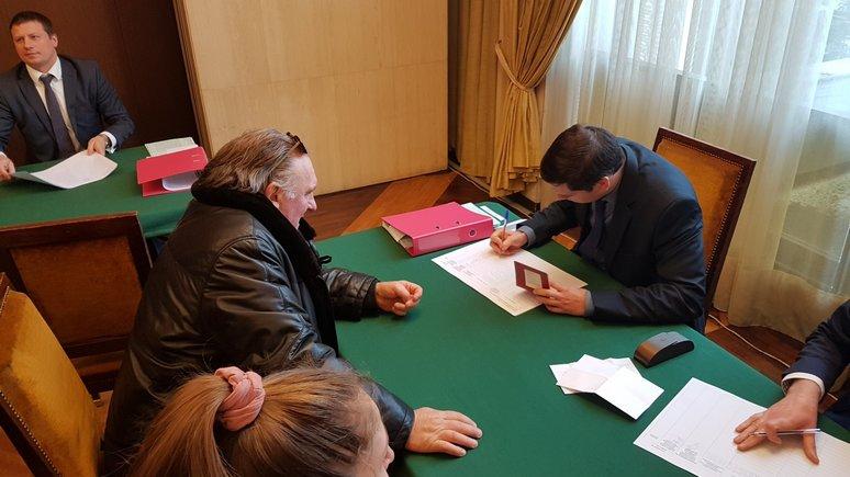 Депардье объявил, что отдал голос навыборах «счувством слабости кРоссии»