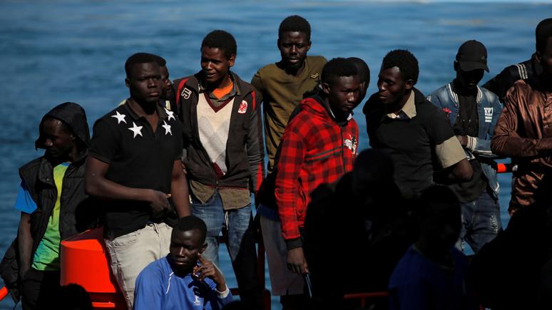 Обозреватель Figaro: щедрость к мигрантам и равнодушие к собственным народам обрекают единую Европу на провал