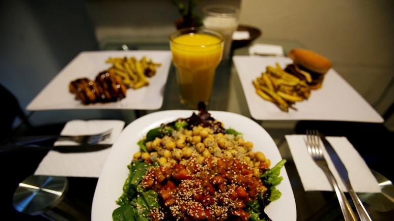 Focus: немецкий эксперт сравнил веганскую еду с «химической бомбой»
