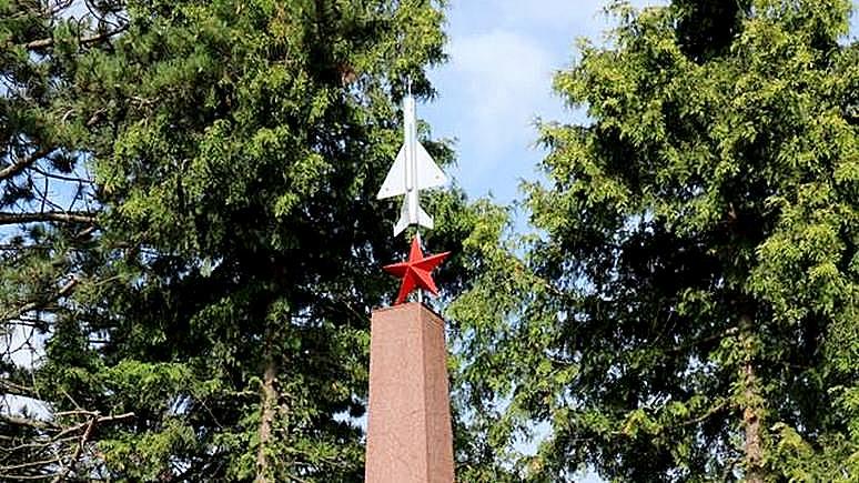 Junge Welt: немцы восстановили памятник советским лётчикам-героям