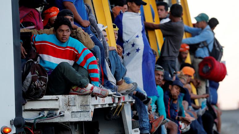 NBC: США следят за караваном мигрантов с помощью тайных агентов и платных информаторов