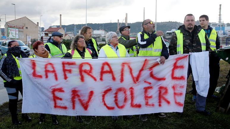 L Express  после начала протестов во французских магазинах раскупили все  жёлтые жилеты 37ef060906212
