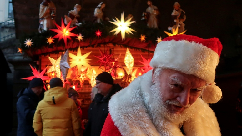 Times: Рождество под угрозой — немцам не хватает Санта-Клаусов