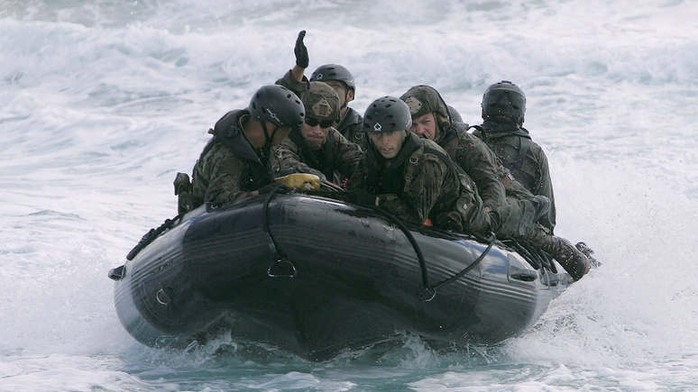 CM: страх России оправдан — вслед за японцами на Курилах можно ждать солдат США