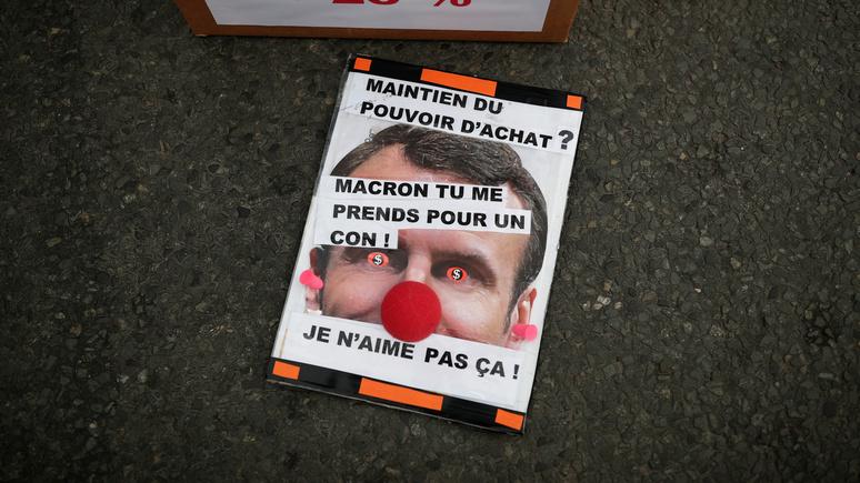 Французский историк: политика Макрона загнала Францию в тупик и сделала неуправляемой