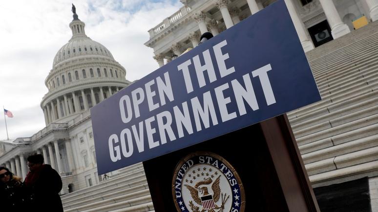 Политолог: вместо демонстрации единства правительство США сделало за Кремль его работу