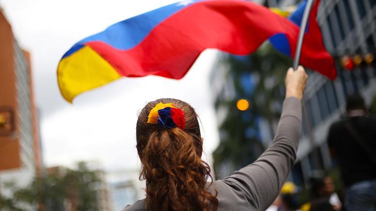 Аппельбаум: Венесуэла процветала, пока не стала жертвой «боливарианского социализма»