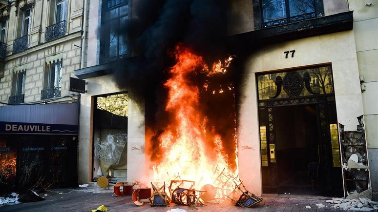 «Город богемы и иммигрантов» — обозреватель Le Figaro объяснил, почему французы громят Париж без сожалений