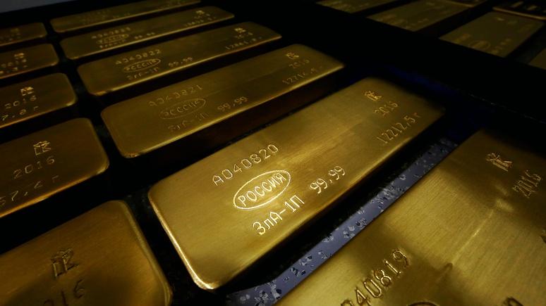 Bloomberg: в погоне за независимостью от доллара Россию накрыла «золотая лихорадка»