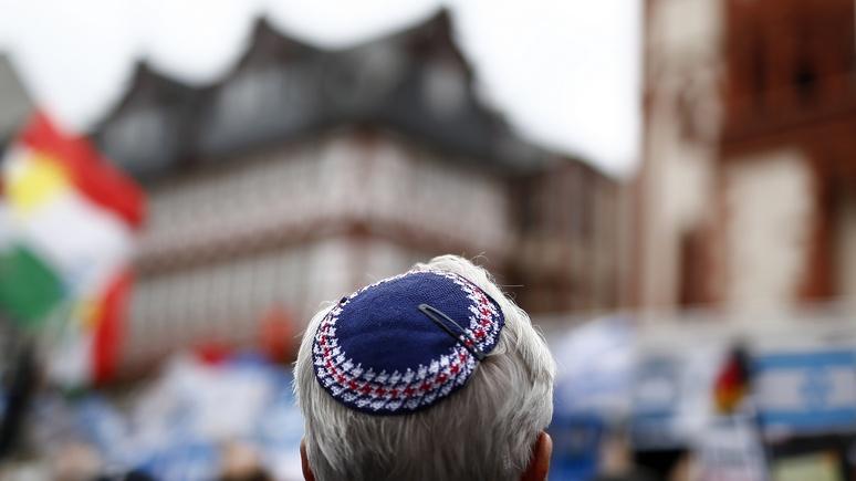 «Капитуляция перед антисемитизмом»: Израиль шокирован советом немецкого правительства не носить кипы