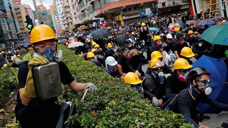CNBC: Пекин припугнул Гонконг военной техникой у границ города   — ИноТВ